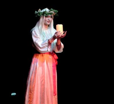 belinda swedish xmas 2009-13.jpg